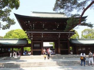 ประตูหลักของศาลเจ้าเมจิ จินกุ