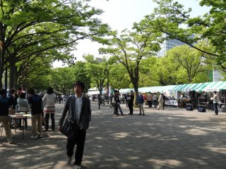 Earth Day Market ที่สวนสาธารณะโยะโยะกิ (Yoyogi) ในเช้าวันอาทิตย์
