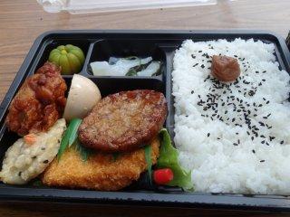 เบ็นโตะ 500 เยนจาก Earth Day Market อร่อยมาก