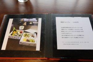เมนูเป็นภาษาญี่ปุ่น แต่มีรูปภาพประกอบ สั่งง่ายๆค่ะ
