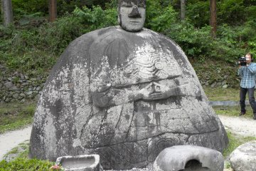 Уникальная каменная статуя Будды