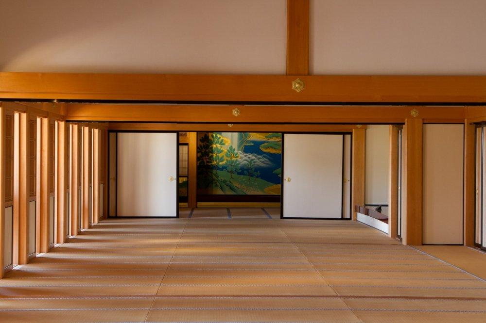 Tampak awal aula perjamuan yang diperbaiki; terlihat sederhana, namun sudah memberikan wow efek tertentu.