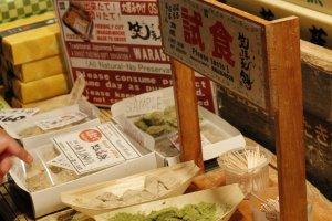 มีอาหารหลากหลายทั้งคาวหวานให้ลองชิม