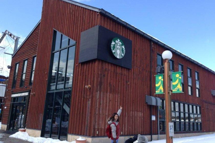 ในที่สุดผมและเพื่อนก็ปฏิบัติภารกิจตามหาร้าน Starbuck ริมอ่าวฮาโกดาเตะเจอจนได้ครับ :)