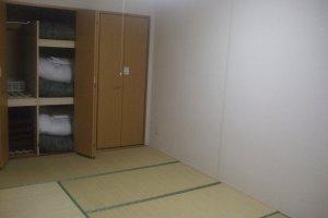 Kamar dengan karpet tatami khas tradisional Jepang