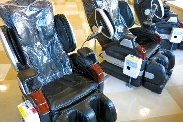 在成田國際機場的按摩椅。你會想帶一個回家的!