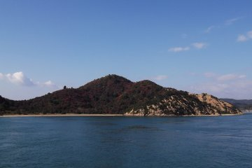 <p>Some of the islands are bigger than others, and have inviting-looking beaches</p>
