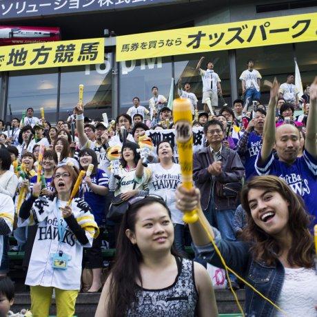 Trận đấu bóng chày chân thực ở Fukuoka
