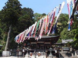 ศาลเจ้าที่โอะมิฮะชิมาน (Ōmihachiman)