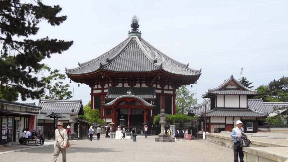 อาคารแปดเหลี่ยม นานเอ็ง-โดะ (Nan'en-dō) ที่งดงาม