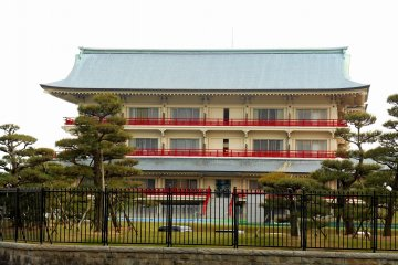 <p>&#39;Shiosai-So&#39; (The villa, Sound of Waves). It sure looks like a palace and you can&#39;t blame me if I believed the tale of the Lord of Otsuka resided in this palace!</p>