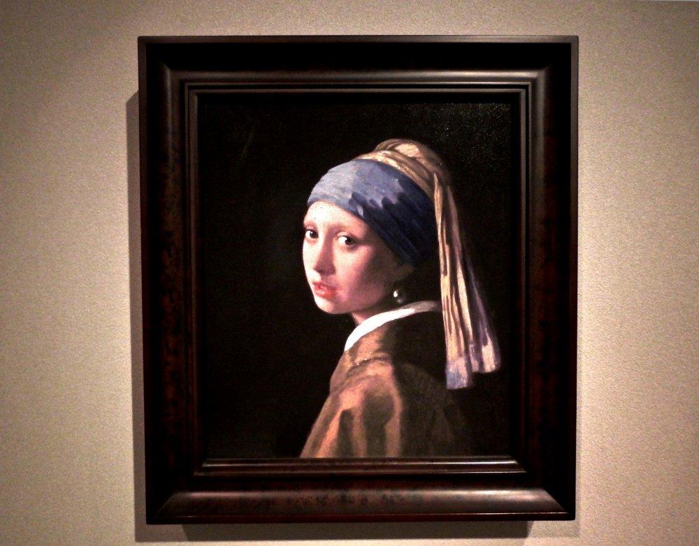 Jan Vermeer의 진주 귀걸이를 한 소녀. 원작은 네덜란드의 모리츠후스에 있다