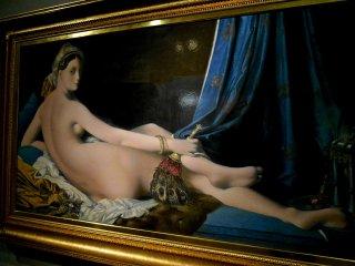 Grande Odalisque by Jean-Ouguste-Dominique Ingres. 원작은 파리의 루브르 박물관에 전시되어 있다