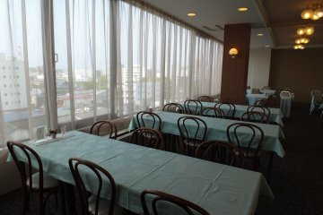 <p>Enjoy the view over Akita city while having breakfast</p>