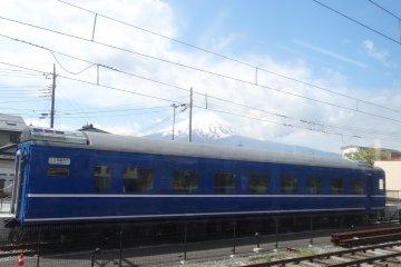 <p>The Fujikyuko Line train and Mt. Fuji</p>