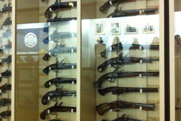 Flintlock guns from around the world