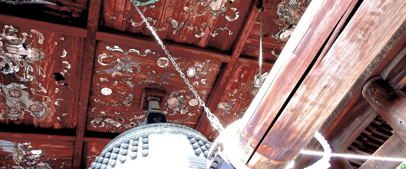 Bell of Hokoji Temple and its beautiful vault paintings. Can you see the small inscription on the bell framed in white?