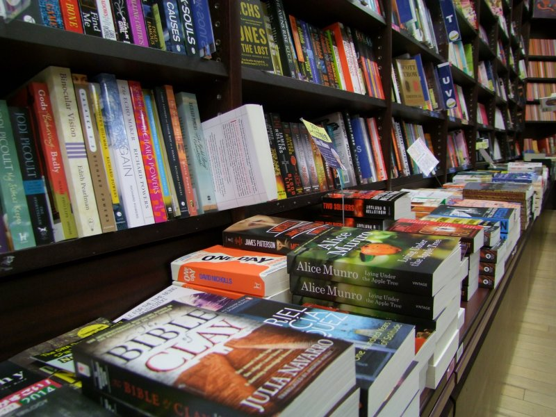 <p>This should be your first stop for new English books &nbsp;</p>