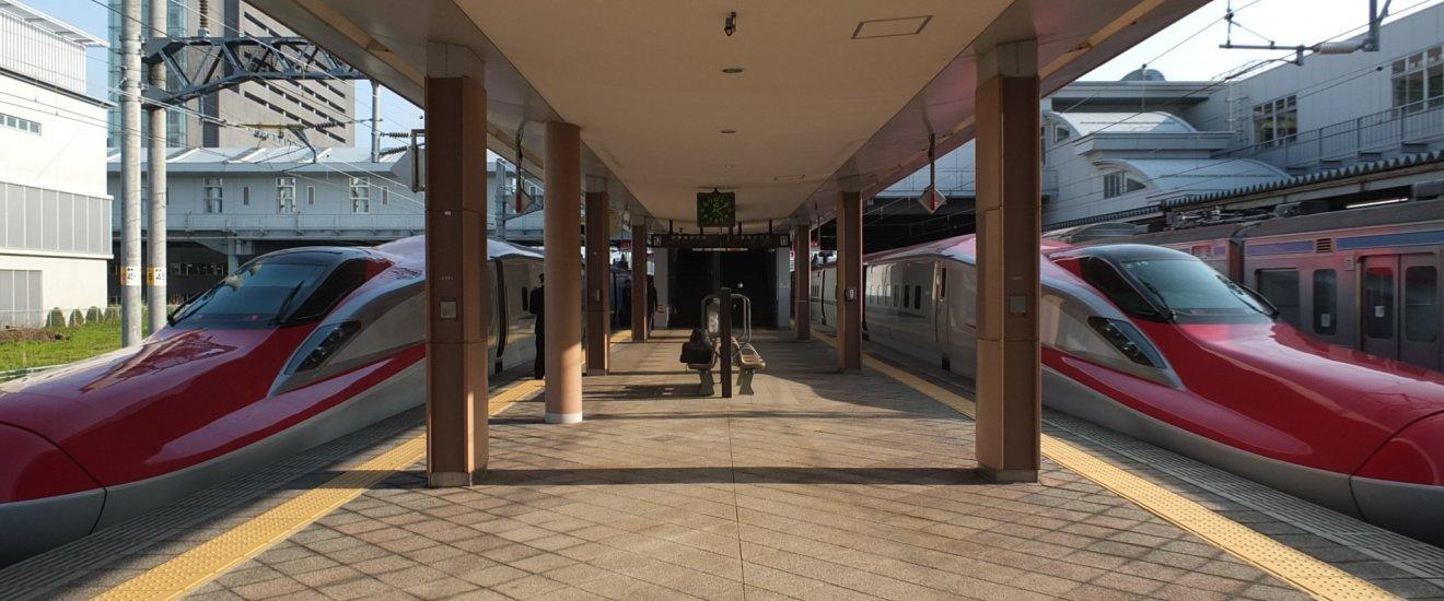 JR East Akita Shinkansen จอดเทียบสถานีอยู่ที่สถานี Akita