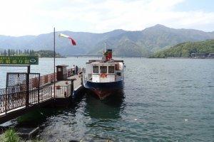 ท่าเรือสำหรับล่องเรือชมทะเลสาปคะวะกุชิโกะ และภูเขาฟูจิ