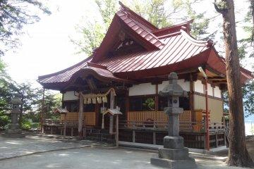 <p>ศาลเจ้าริมทะเลสาปคะวะกุชิโกะ</p>