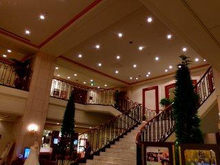2 階へと続く素敵な階段