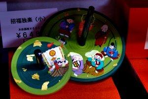 七福神が描かれた京コマ。これを買うと幸運に恵まれるかもしれない!?