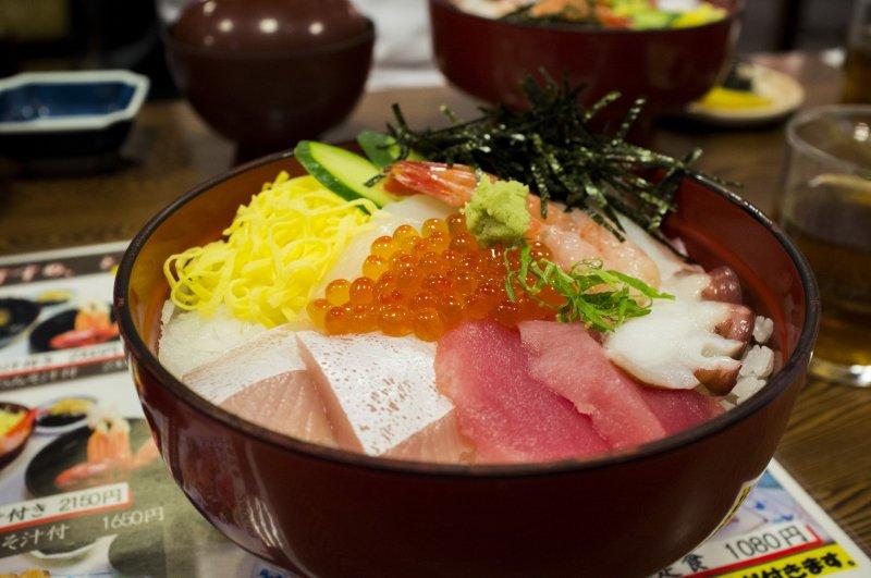 Кайсэндон: нарезка из свежих морепродуктов с рисом - божественно!