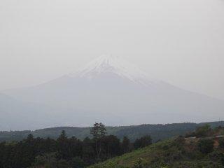 حتي في أيام الضباب ، يمكنك أن ترى جبل فوجي