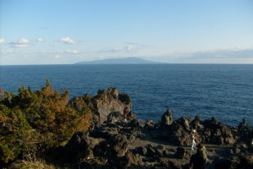 <p>Looking out towards Izu Oshima from the Jogasaki&nbsp;coast</p>
