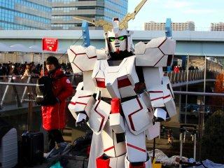 Некоторые учтастники хвастались очень правдоподобными костюмами, как вот например этот робот.