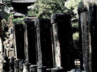 비석과 탑