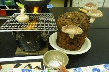 <p>เก็บเห็ดและย่างเอง - สนุกสุดๆ คุณสามารถเอาตอเห็ดกลับบ้าน ถ้าคุณอาศัยอยู่ในญี่ปุ่น</p>