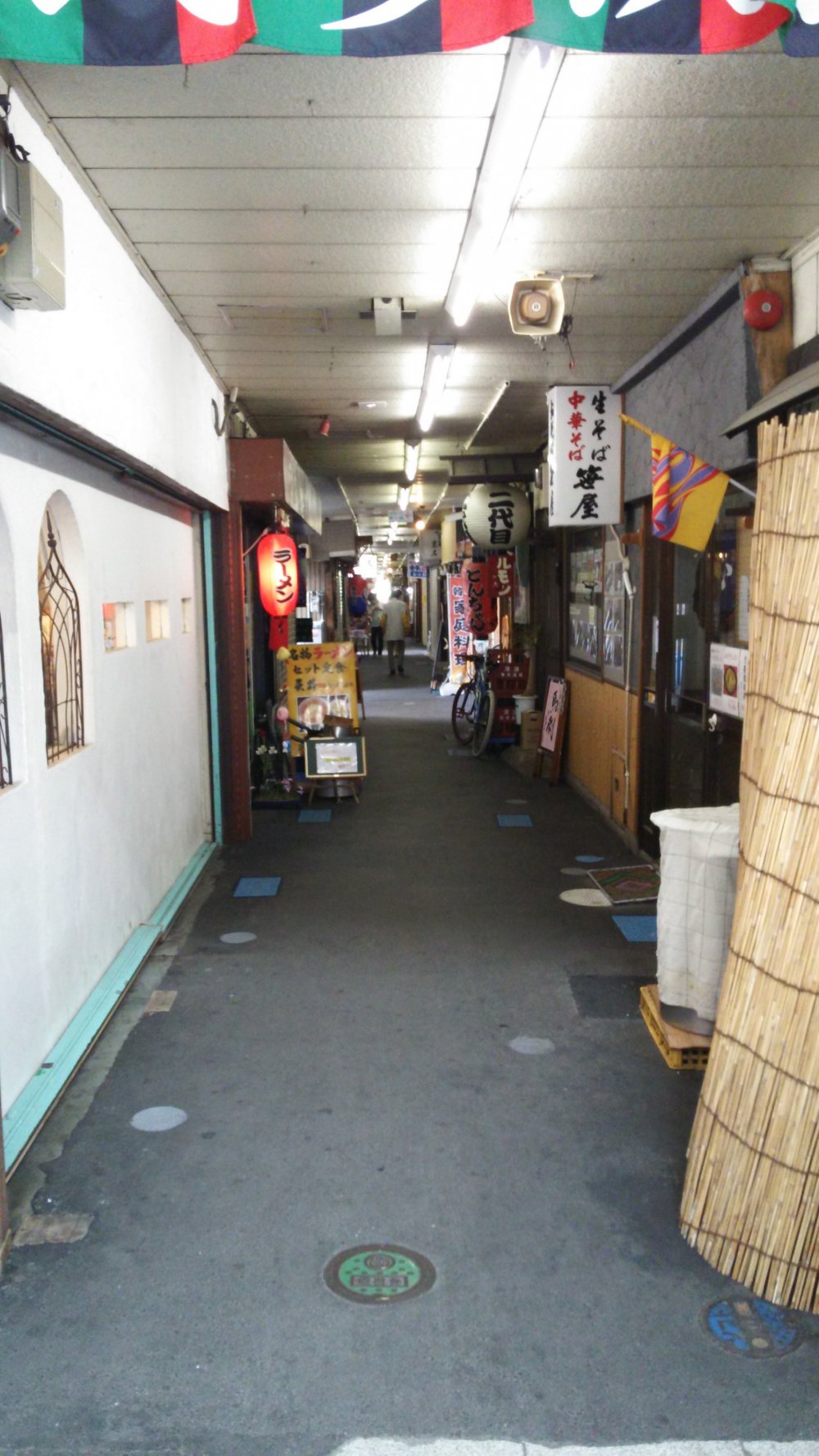 Inside are two parallel alleys that haven't changed much since the Showa Period, when they were first built.