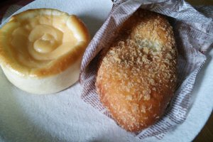The creamy custard bread was bursting with vanilla, and the curry bread was slightly oily with a spicy, flavorful filling.