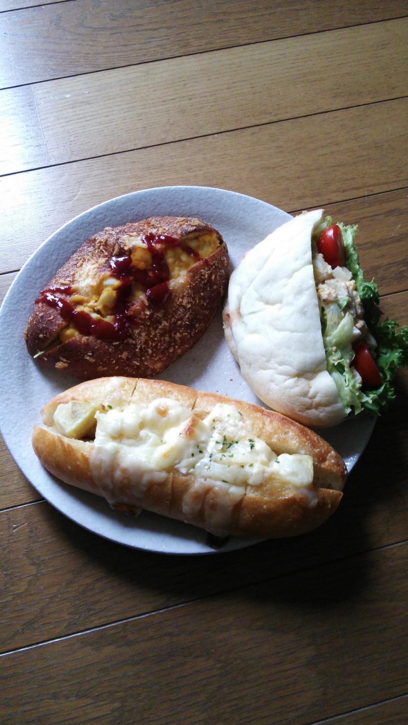 <p>Top left is a special curry bread with egg and tomato sauce; to the right is a &quot;pizza pita&quot; with lettuce, tomato, egg and a creamy sesame dressing; and below is a bun filled with potato salad and covered in cheese.</p>