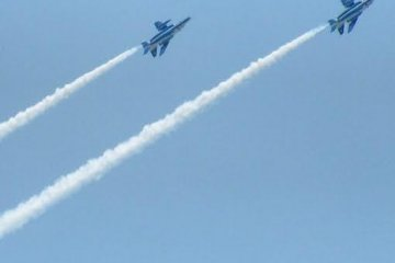 <p>Two jets race towards dizzying heights</p>