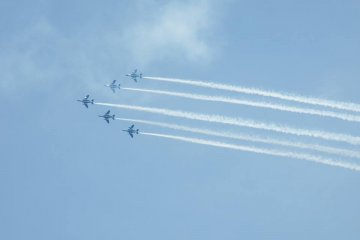 <p>The same formation from a further distance</p>