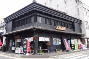 Nabedana is a shop which sells sake from Nabedana Incorporated sake brewery in Narita town.