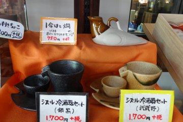 <p>Ceramic sake set</p>