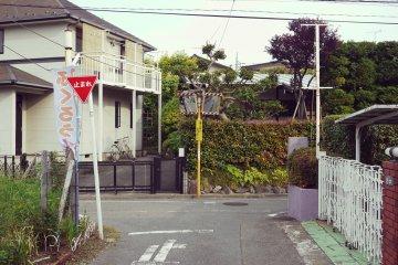 <p>El &aacute;rea residencial frente al caf&eacute;</p>