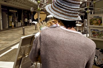 <p>An artist and his cat</p>