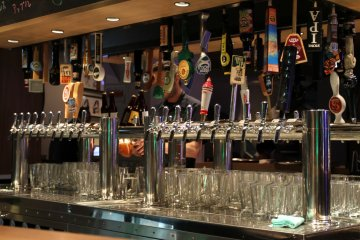 <p>40 kinds of beer on tap</p>