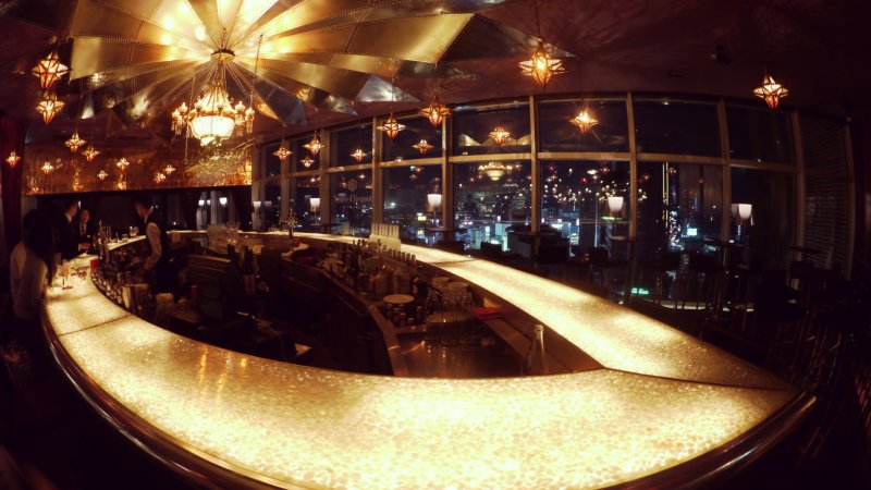 <p>The luxurious bar and the panoramic windows</p>
