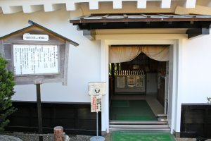 This is the entrance to Hakkenden Museum (Tateyama Castle). No need to remove shoes.
