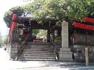 ประตูทางเข้าวัดเมียวกอนจิ โตเกียว