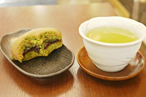 The perfect combination: matcha Doriyaki and a warm cup of green tea!
