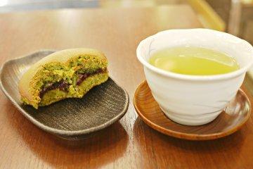 <p>The perfect combination: matcha Doriyaki and a warm cup of green tea!</p>