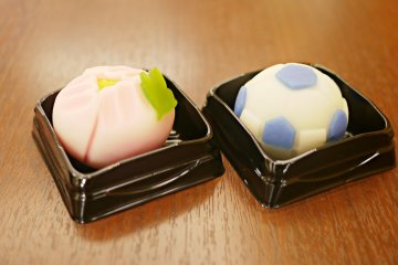 <p>Limited special recipes: seasonal flower and soccer ball Daifuku cakes.&nbsp;</p>