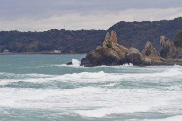 <p>Tategami Rock looks over Minatohama&#39;s sandy beach</p>